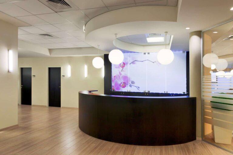 رویا اسکین کرج-فضایی متفاوت با بهترین دستگاهها و بهترین پزشکان متخصص پوست